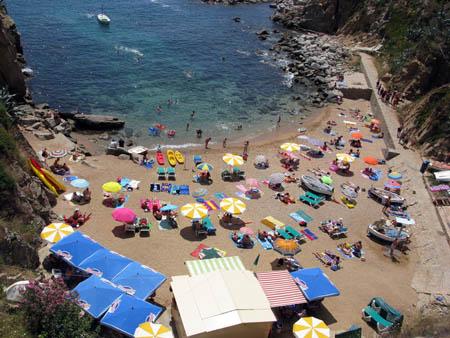 Маленький пляж Тоссы