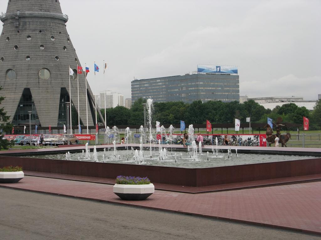 Скверик Останкинской башни