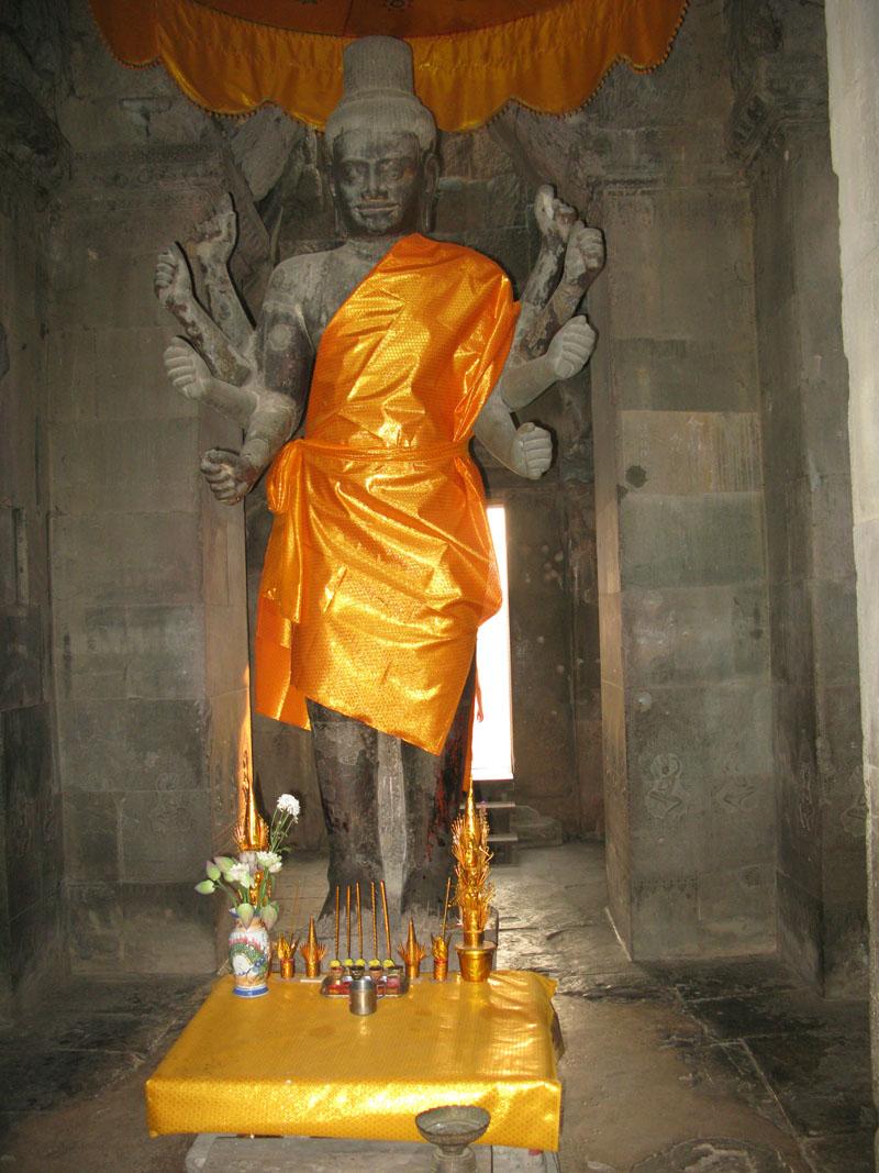 Статуя Будды в Ангкор Вате